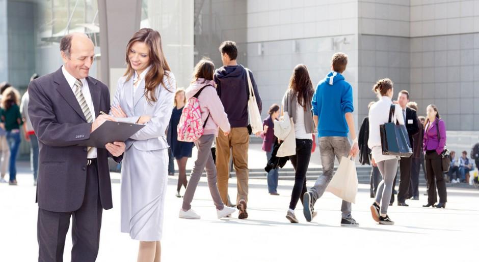 Firmy, w których kobiety zajmują stanowisko dyrektora generalnego mają prawie dwa razy więcej kobiet w swoim zarządzie niż firmy kierowane przez mężczyzn, źródło: pexels.com