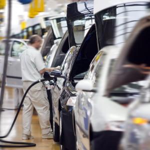 Branża automotive potrzebuje pracowników. Firmy kuszą zarobkami