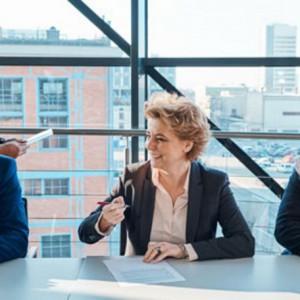 Praca w polskim urzędzie, jak staroświecka rodzina? Kobiet jak na lekarstwo