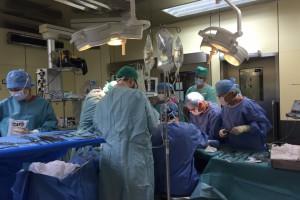 Wiek chirurga powodem odsunięcia od operacji. Słusznie?