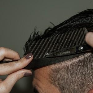 Młodzi chcą ciąć włosy
