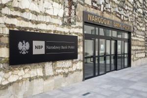 Ciąg dalszy burzy o zarobki w NBP. Bank kieruje sprawę do sądu przeciw posłowi Brejzie