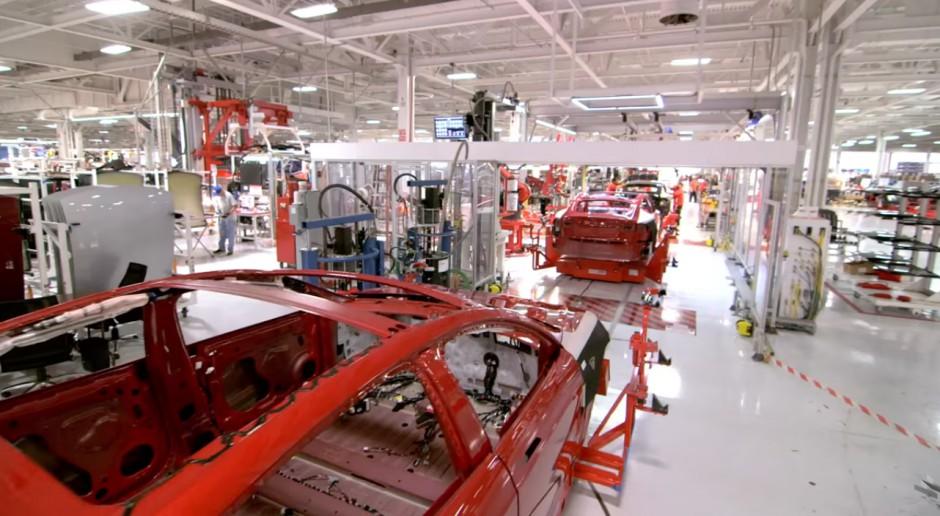 Montownia samochodów, źródło: youtube.com