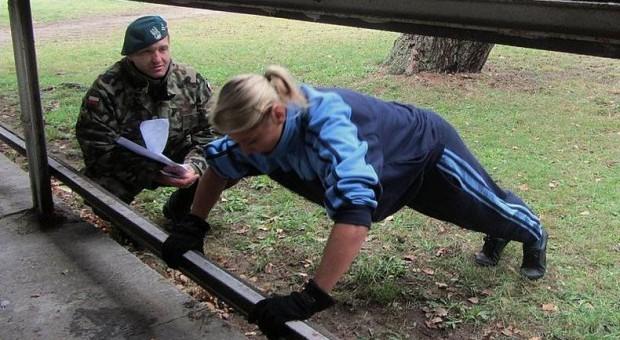 MON stawia na tężyznę fizyczną żołnierzy. Panowie więcej brzuszków, panie biegania