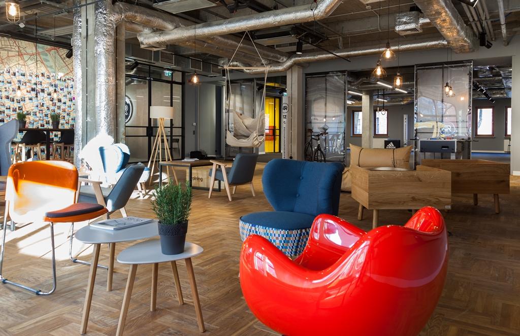 Aż 65 proc. respondentów uważa, że nowocześnie zaprojektowane biuro może przekonać do wybrania pracodawcy.Fot. materiały prasowe