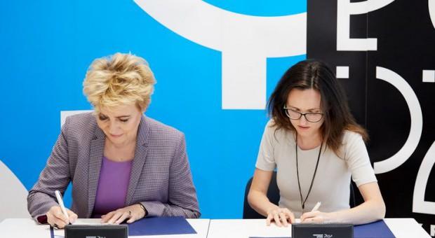 Hanna Zdanowska i Anna Głogowska-Balcerzak podpisały list intencyjny ws. realizacji projektu aktywizacji kobiet (fot. Sebastian Glapiński / UMŁ)
