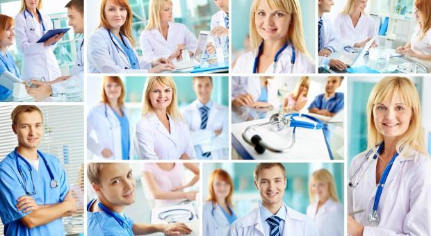 Minimalne wynagrodzenie dla pracowników medycznych