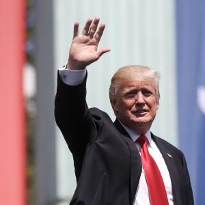 Amazonowi dostało się od Donalda Trumpa. Firma niszczy miejsca pracy?