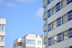 Polaków stać na własne mieszkanie? Za roczną pensję kupimy kilka metrów