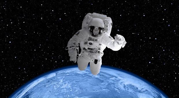 Sektor kosmiczny: Firmy przyjmą absolwentów studiów na staż