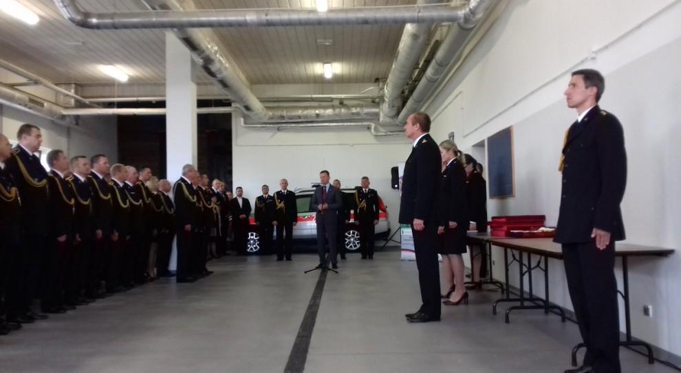 Minister nagrodził strażaków za pomoc w akcji po nawałnicach