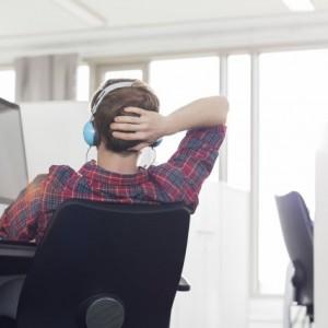 Jakiej muzyki słuchamy w pracy?