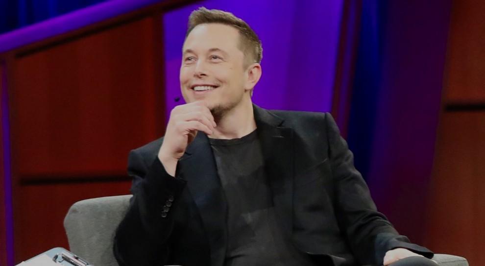 Ile tak naprawdę zarabia szef Tesli Elon Musk?
