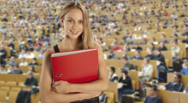 Zmiany na uczelniach: Koniec zaocznych studiów, stypendia i dłuższy czas studiowania