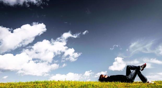 Wypalenie zawodowe: Zmęczeni pracownicy odchodzą z pracy. Pomoże well-being
