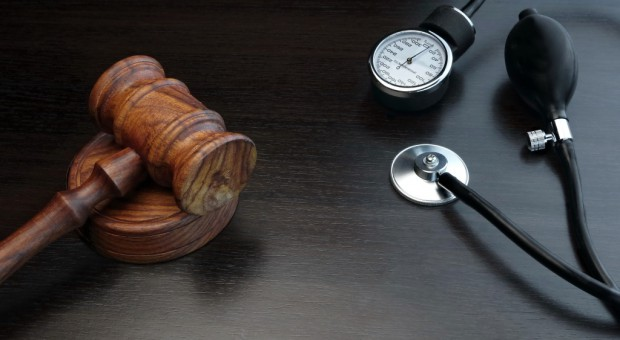 Akt oskarżenia przeciwko lekarzowi za narażenie nienarodzonego dziecka