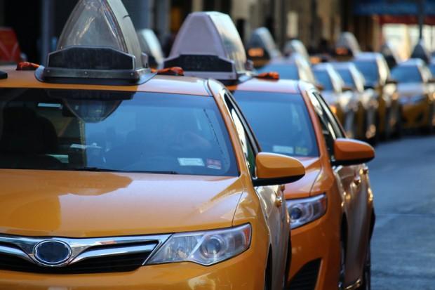 10 tys. kierowców bez pracy. Uber wycofuje się z działalności w drugim największym mieście Kanady