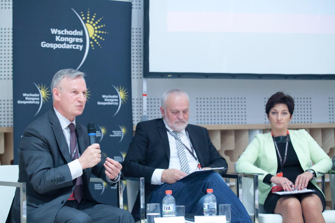 Edward Hościłowicz, rektor Wyższej Szkoły Finansów i Zarządzania w Białymstoku (po lewej) zaleca trzymać kciuki za reformę. (fot. PTWP)