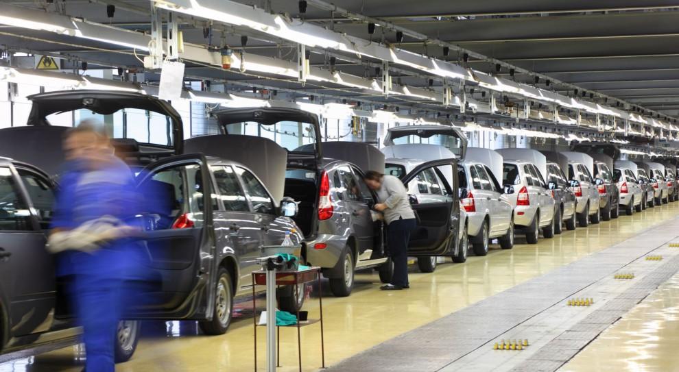 Praca w motoryzacji, zarobki: Polska branża motoryzacyjna przyciąga kolejnych inwestorów