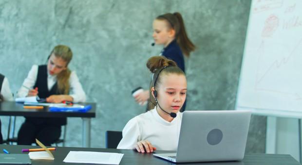 Brak pracowników coraz bardziej dotkliwy. Firmy zaczynają szukać... w szkołach