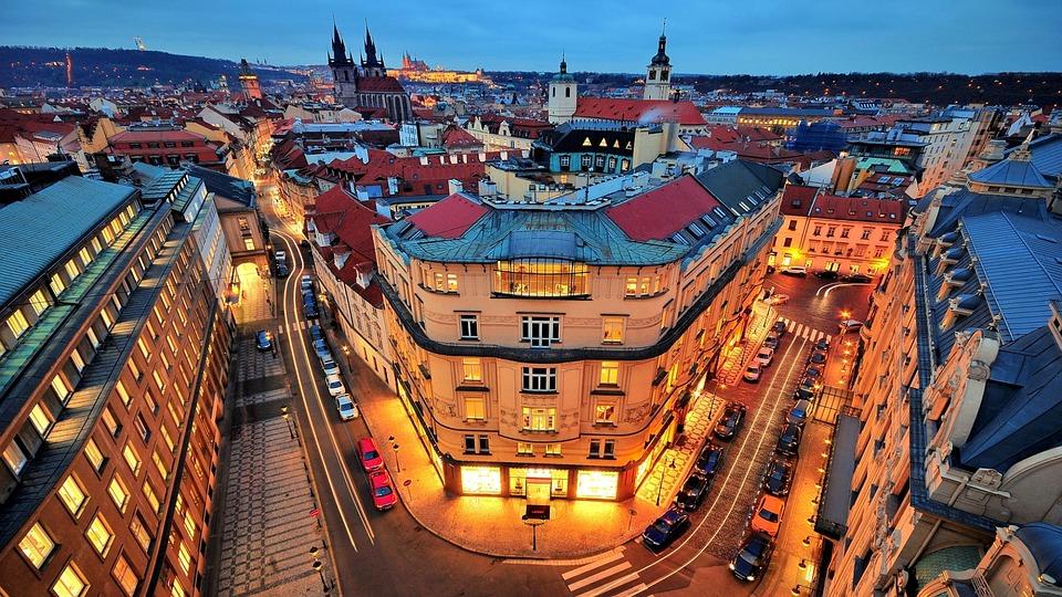 Czechy w 2016 r. pierwszy raz zajęły miejsce na liście krajów wybieranych przez polskich pracowników. (Praga, Fot. Pixabay)