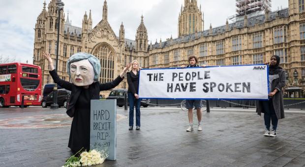 Brexit. Handel detaliczny w Wielkiej Brytanii nie obejdzie się bez pracowników z UE