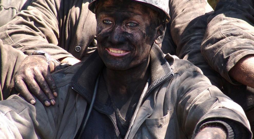 Górnicy blokują drogę. Chcą zaległych wynagrodzeń
