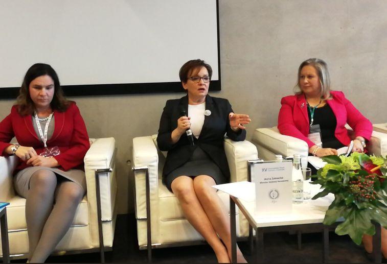 Minister Anna Zalewska podczas edukacyjnej debaty w trakcie XV Samorządowe Forum Kapitału i Finansów w Katowicach (fot.twitter.com/MEN_GOV_PL)