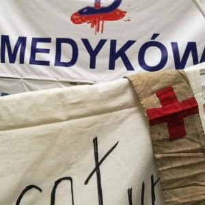 Protest głodowy rezydentów zaostrzony. Rozszerzony na cały kraj i o nowe zawody medyczne