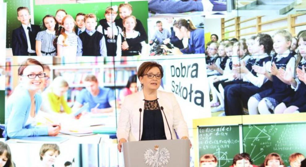 Edukacja, pensje, Anna Zalewska: Nauczyciele zasługują na większe podwyżki