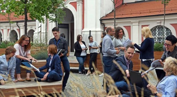 Poznański magistrat rekrutuje. Potrzebni urzędnicy, księgowi, nauczyciele