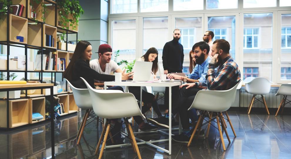 Turkusowe firmy w Polsce: są pierwsze jaskółki, ale do rewolucji daleko