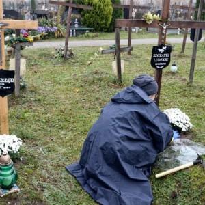 Znana sieć przyłączyła się do akcji porządkowania grobów