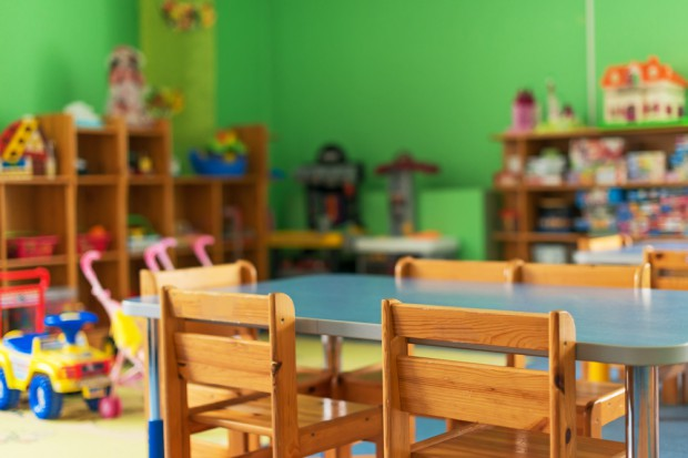 Ukarano pracownice przedszkola, w którym opiekunka szarpała 3-latka