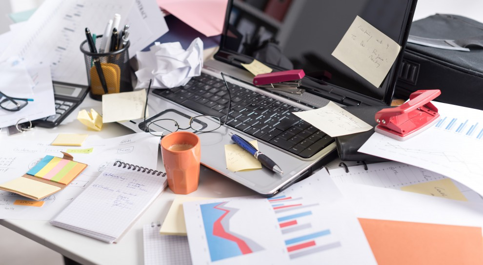 Firmowe biurko może być niebezpieczne. Jak zapobiec wyciekowi informacji?