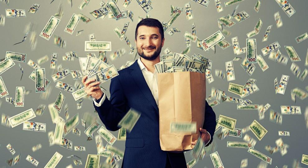 Zawód, a zarobki i wydatki: Ile wydają i oszczędzają przedstawiciele różnych zawodów?