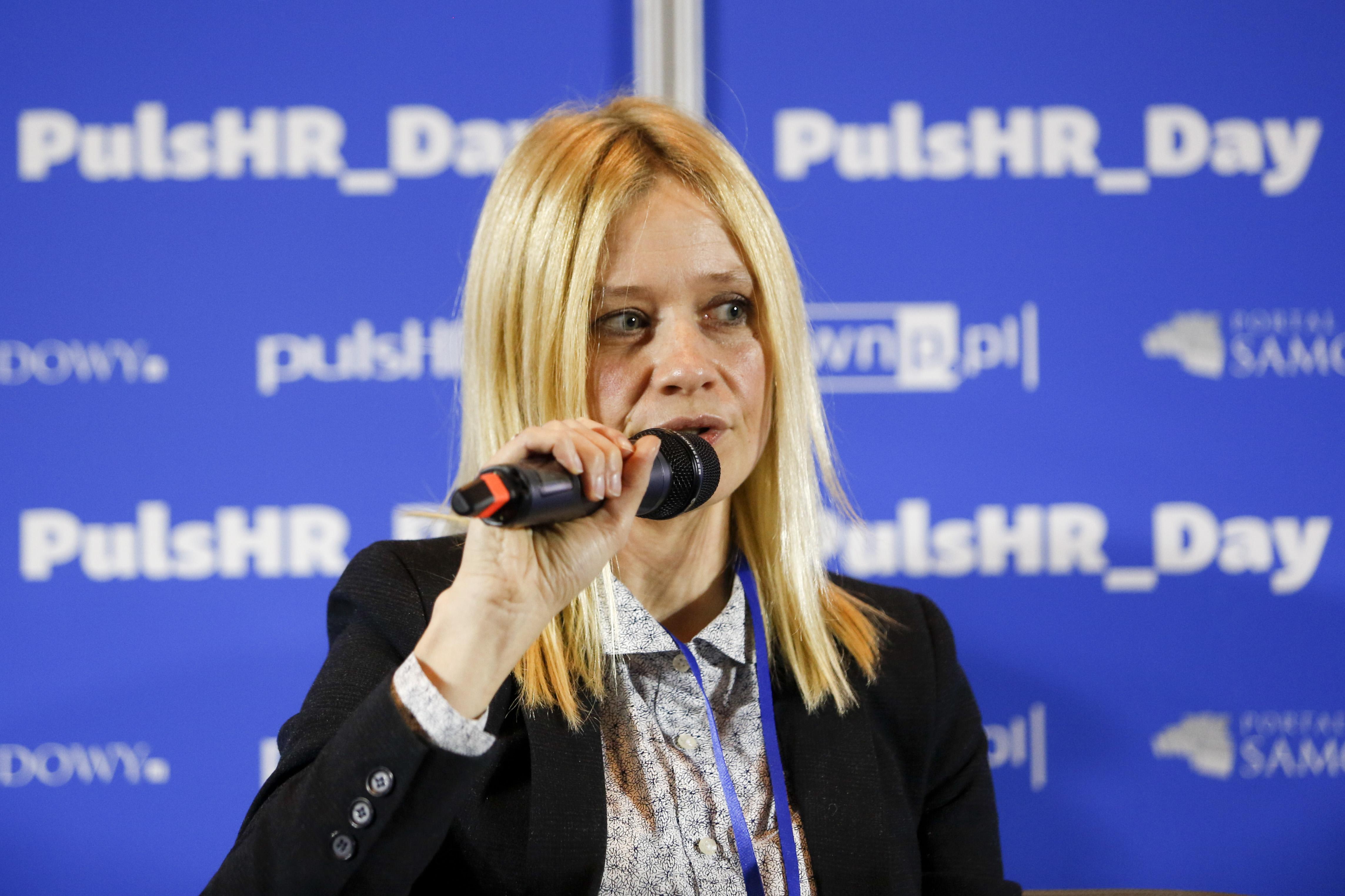 Anna Skrzyńska, specjalista ds. HR w firmie Eko-Okna, podkreśla, że nowoczesna technologia służy nie tylko do procesów rekrutacji. (fot. PTWP)