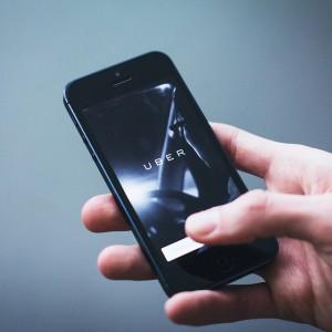 Uber zmieni sposób działalności? Kierowcy dostaną firmowe samochody