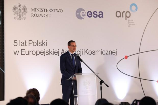 Morawiecki: Więcej pieniędzy na przemysł kosmiczny