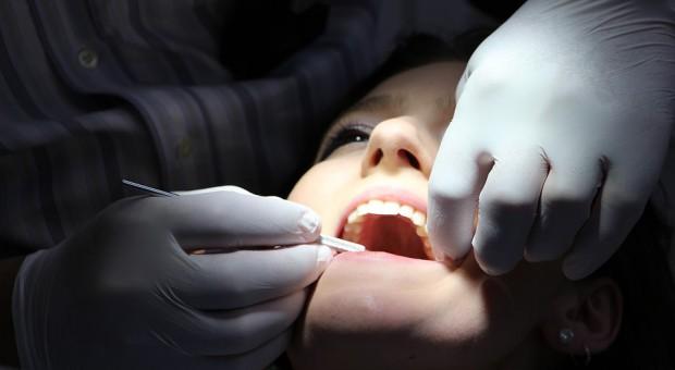 Rekord? 7109 zarzutów dla stomatologa z Inowrocławia