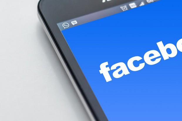 Facebook zatrudni 500 moderatorów
