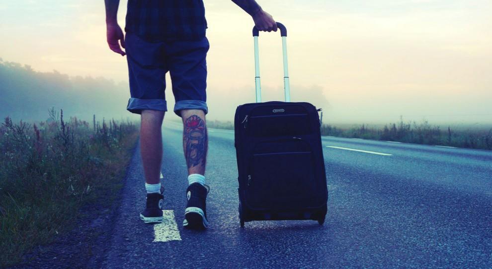 Wyjazdy za pracą. Fali powrotu Polaków nie widać, ale wyjazdów za pracą znacznie mniej