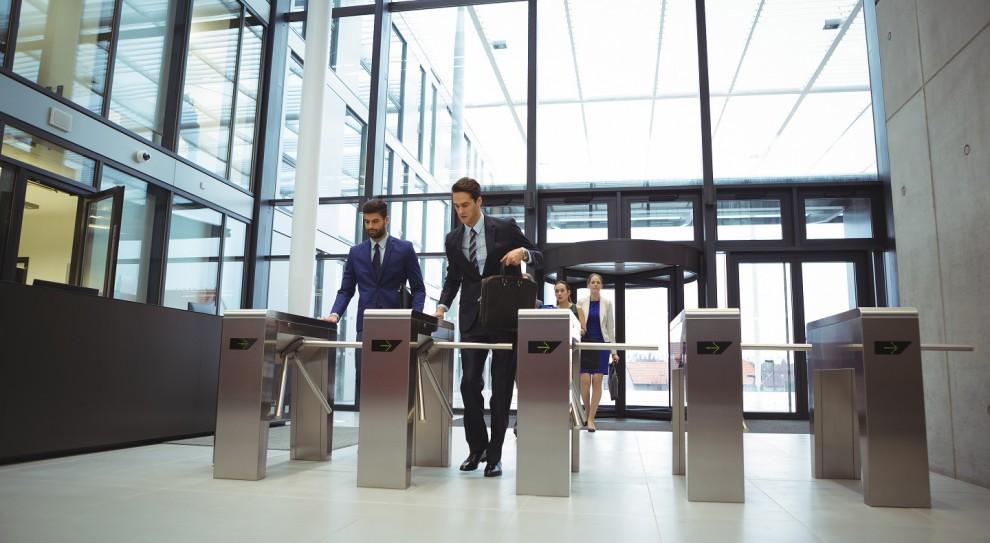 Monitoring pracowników, zarządzanie: Jak pracodawcy kontrolują pracowników?