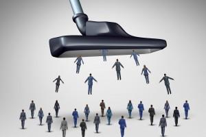 Bezrobotni znikają z rynku pracy