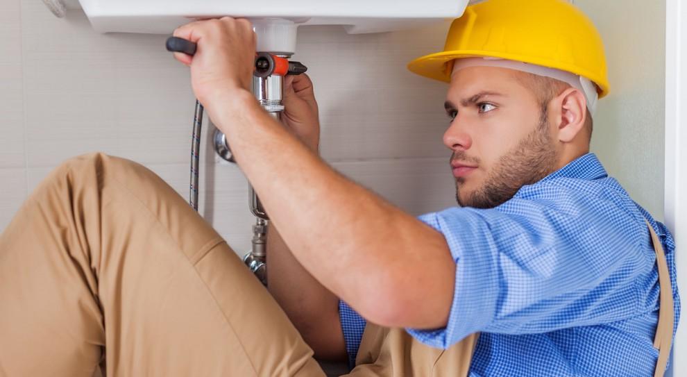 Praca: Monter, hydraulik, elektryk, murarz - tych pracowników potrzebują szpitale