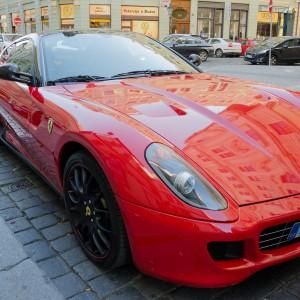 Przejażdżka Ferrari i lot balonem zamiast świątecznego bonu
