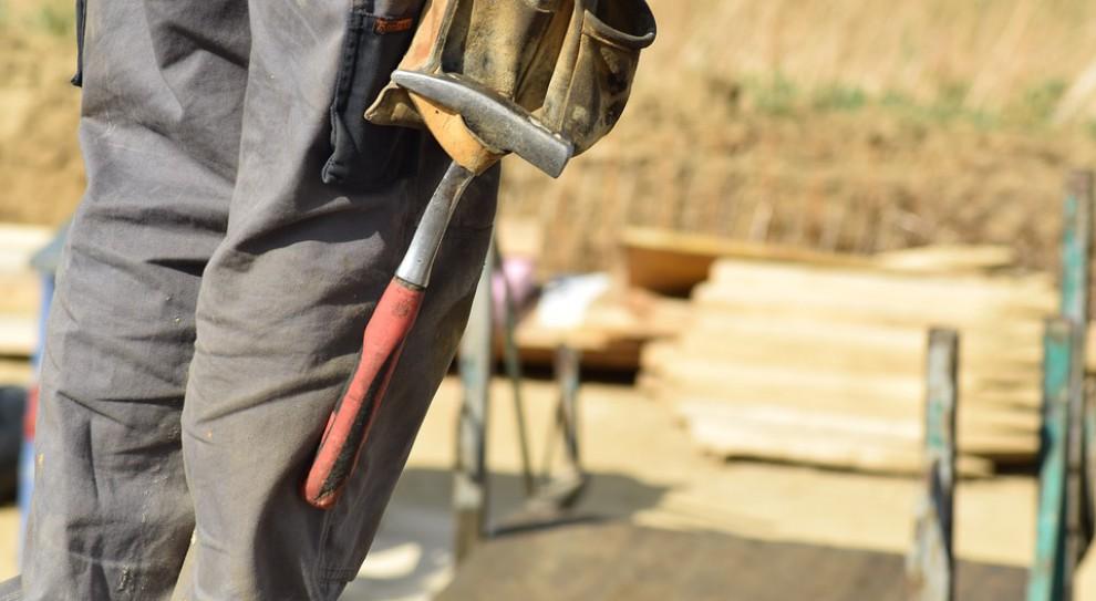 Wypadki w pracy. W tych branżach dochodzi do nich najczęściej. To nie górnictwo i rolnictwo