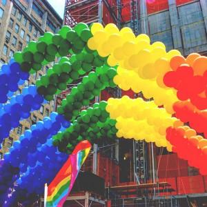 Tęcza w pracy? Geje, lesbijki i osoby transseksualne nie mają kolorowo
