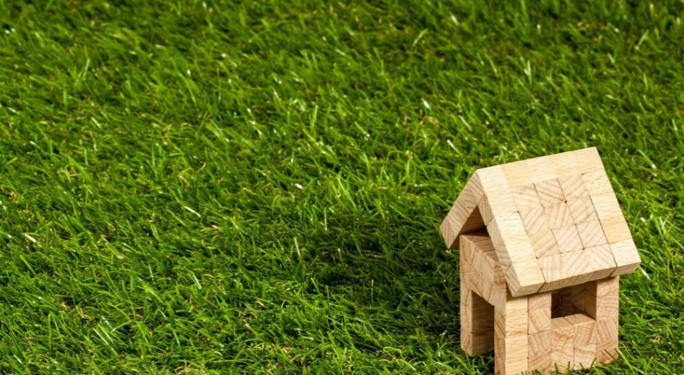 Mieszkanie na sprzedaż: Ile przeciętny Polak musi pracować na mieszkanie?