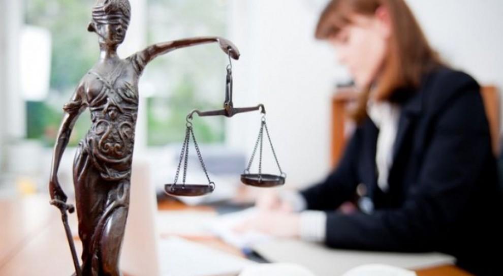 Prawnik w firmie: Dlaczego warto zatrudnić speca od prawa?
